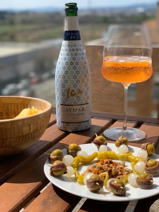 aymar als aperitief wijnhuis oinos
