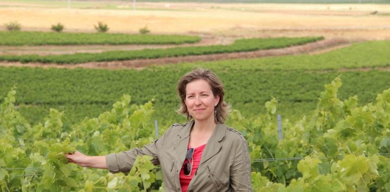 Wijnmaakster Amelia op wijndomein Coloma - Extremadura